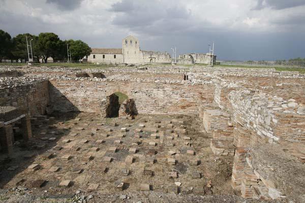 Venosa, parco archeologico, terme, il calidarium con le classiche sospensurae
